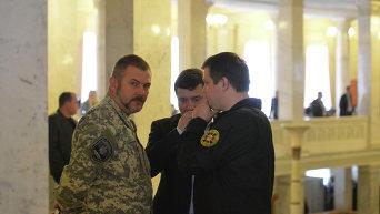 Юрий Береза и Семен Семенченко за кулисами Верховной Рады. Архивное фото