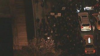На улицы Нью-Йорка вышли тысячи людей, протестуя против жестокости полиции. Видео