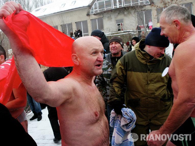 В Донецке открылся сезон по зимнему плаванию