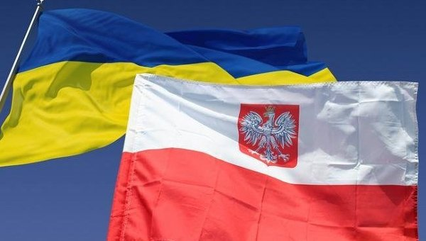 Украинцы перевели из Польши 2,2 миллиарда долларов