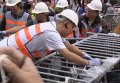 Центр Гонконга освобождают от баррикад. Видео