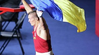 Украинский боксер Александр Усик