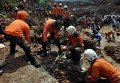 Оползень на острове Ява похоронил заживо более трех десятков человек