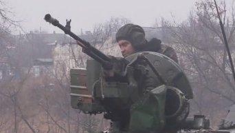 Перемирие в селе Пески: бойцы готовятся к встрече Нового года. Видео