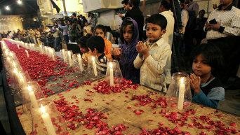 Церемония почтения памяти погибших в Пакистане