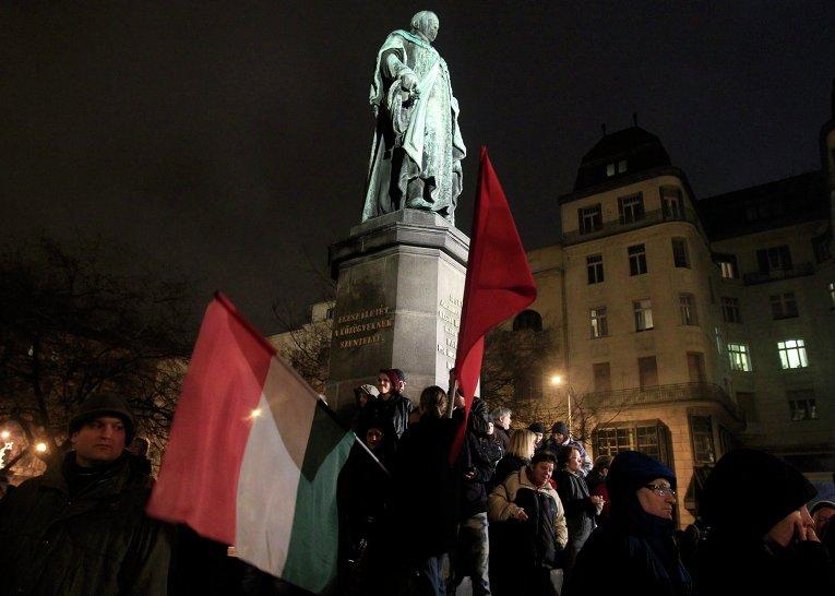 В Будапеште тысячи людей протестовали против повышения налогов и коррупции