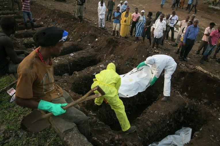 Похороны погибшего от Эболы