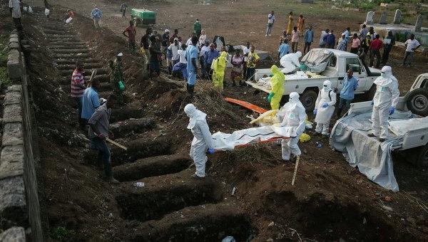 Похороны погибших от Эболы во Фритауне