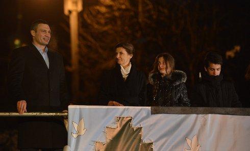 Виталий Кличко и Марина Порошенко на официальном открытии главной елки страны