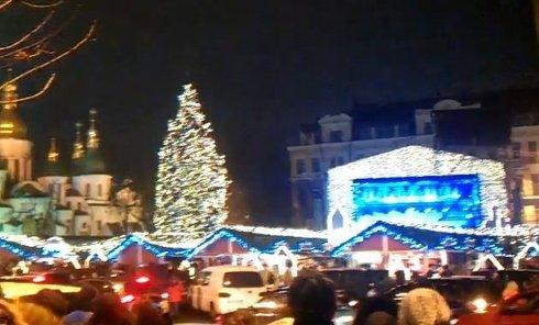 Зажглась елка на Софийской площади