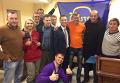 Сергей Коба (в центре в оранжевой футболке)