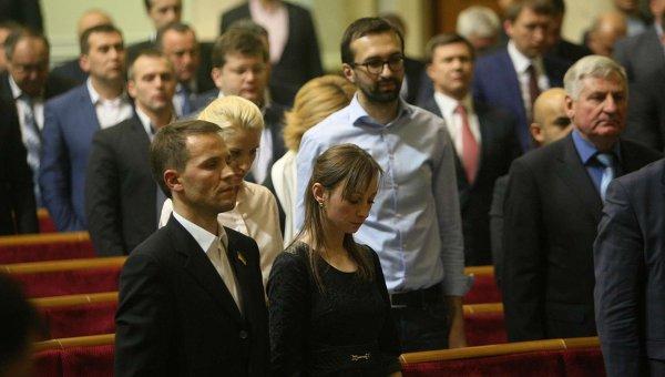 Сергей Лещенко (в центре) в Верховной Раде. Архивное фото