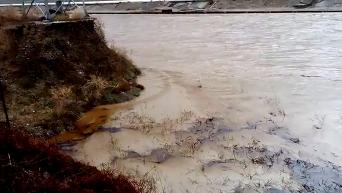 Авария в Туапсе: Черное море залило нефтью. Видео