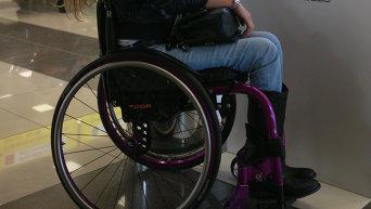 Девушка на ивалидной коляске