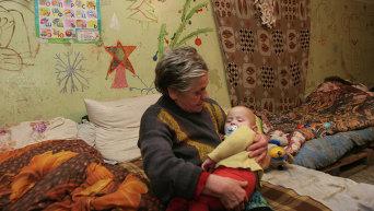 Жители Донецка, потерявшие свое жилье, готовятся встретить Новый год в бомбоубежище