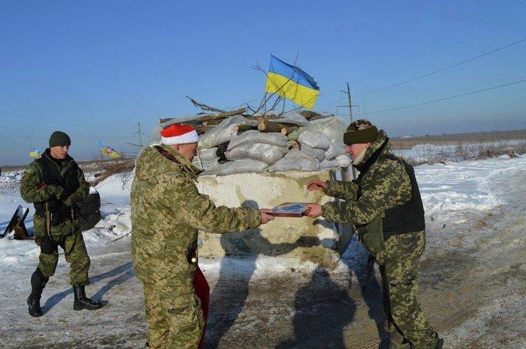 Геннадий Москаль поздравил военнослужащих с Новым годом