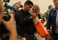 Представители ДНР и малайзийские эксперты во время передачи бортовых самописцев Boeing