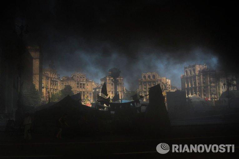 Пожар на Майдане Незалежности 7 августа 2014 во время попытки уборки майдана