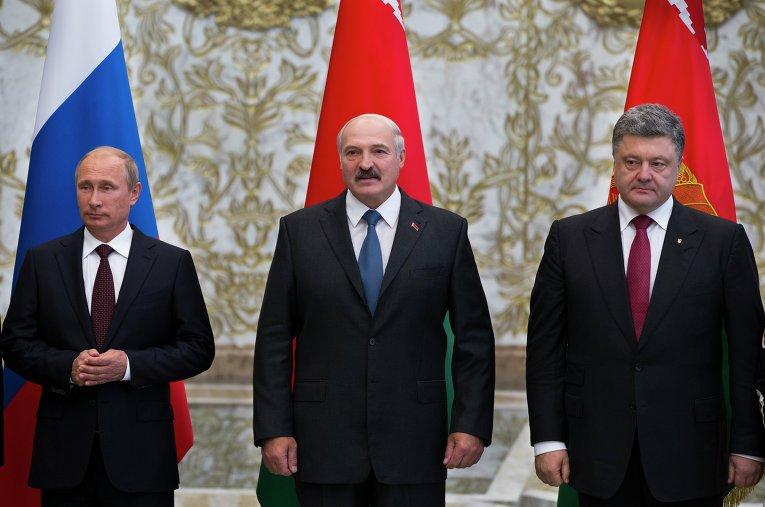 Президент России Владимир Путин, президент Белоруссии Александр Лукашенко и президент Украины Петр Порошенко на переговорах в Минске.