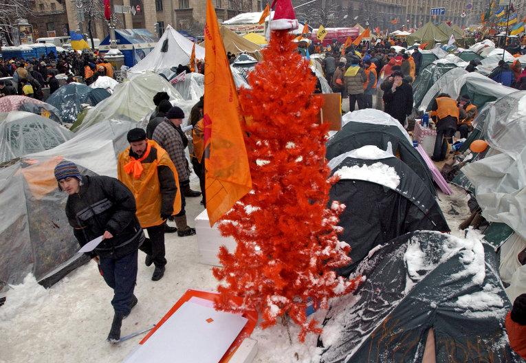 Новогодняя оранжевая елка в Киеве в 2004-2005 гг