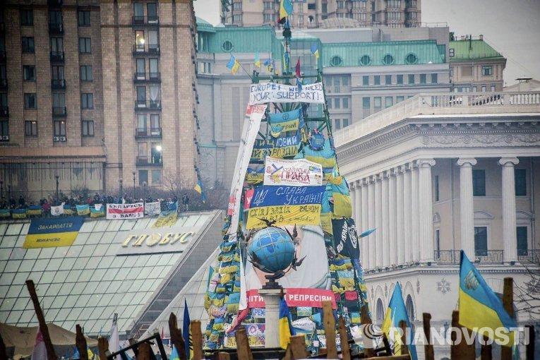 Новогодняя елка на Майдане в Киеве во время евромайдана. 2013-2014 г