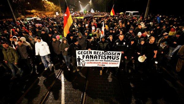 Демонстрации движения Pegida и его противников закончились потасовками