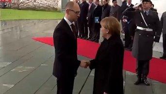 Арсений Яценюк во время визита в Берлин
