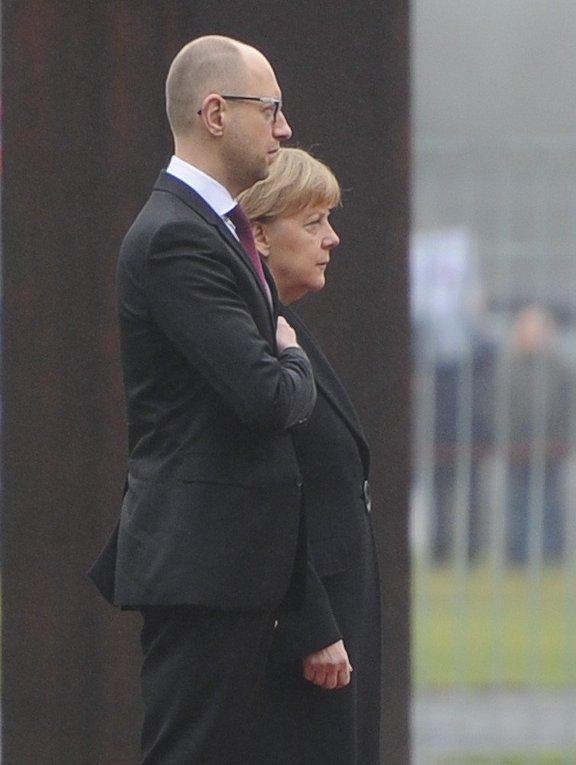 Арсений Яценюк и Ангела Меркель в Берлине