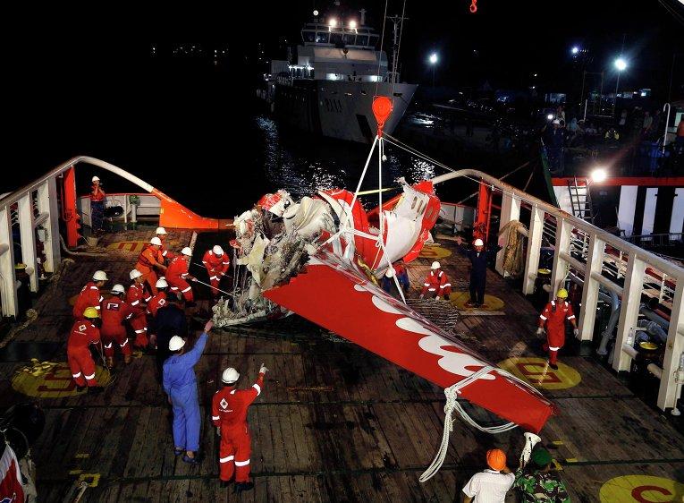 Обломки лайнера авиакомпании AirAsia Indonesia