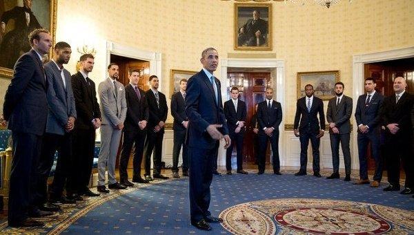 Барак Обама принимает в Белом доме игроков НБА