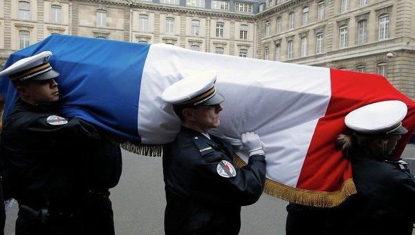 Похороны французских полицейских, погибших при теракте в Париже