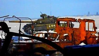 Танк ополчения ведет огонь по позициям ВСУ в донецком аэропорту. Видео