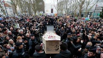 Похороны карикатуриста журнала Charlie Hebdo Бернара Верляка