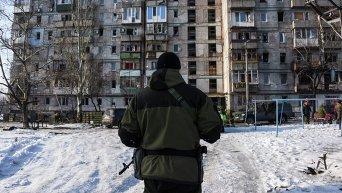 Ополченец в Донецке архивное фото