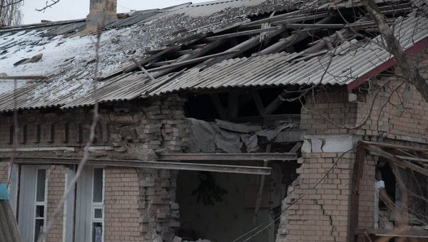 Последствия обстрела на востоке Украины. Архивное фото