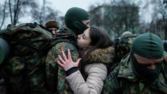 Отправка в зону АТО бойцов полка Азов