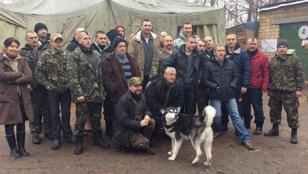 Братья Кличко в расположении Четвертого казацкого редута Майдана на Трухановом острове