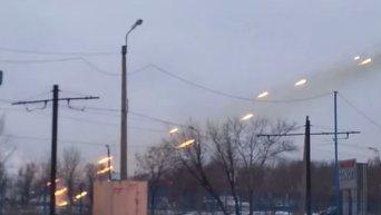 Грады ополчения ДНР обстреливают позиции ВСУ в донецком аэропорту. Видео