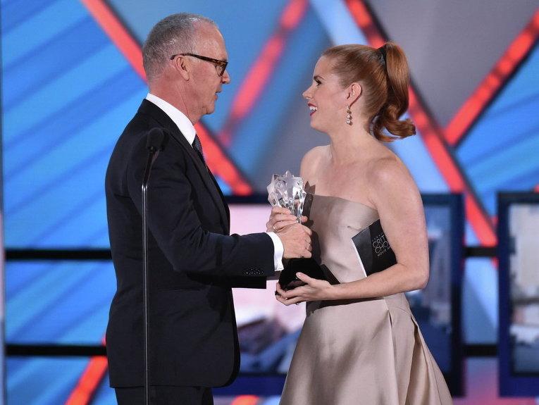 Эми Адамс и Майкл Китон на вручении кинопремии Выбор критиков