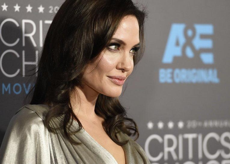 Анджелина Джоли на вручении кинопремии Выбор критиков