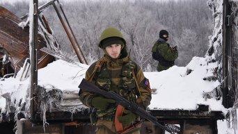 Бойцы ополчения Донбасса в районе донецкого аэропорта. Архивное фото