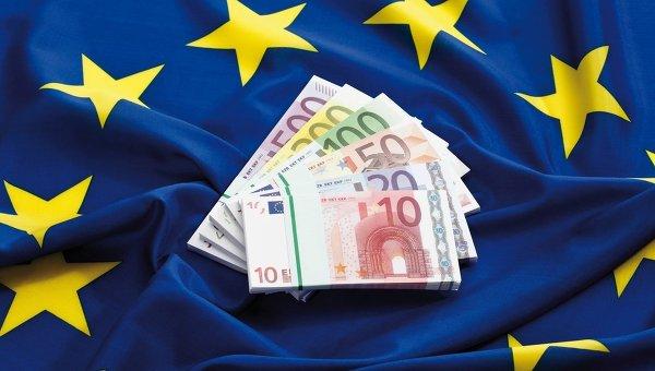 Евро и флаг Европейского союза