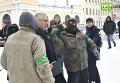 Активисты Правого сектора и ультрас пытаются засунуть депутата Харьковского городского совета Виктора Китанина в мусорный бак