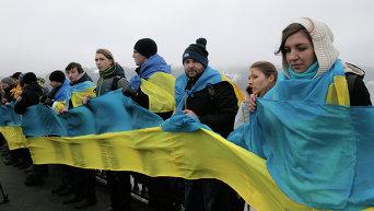 Акция ко Дню соборности на мосту Патона в Киеве