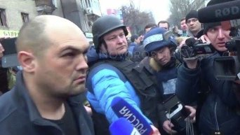 Самосуд над украинским пленным в Донецке. Скриншот с видео