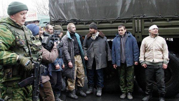 Пленные военнослужащие ВСУ на улицах Донецка