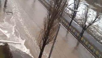 Последствия прорыва трубы в Киеве