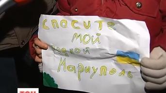 Тысячи украинцев зажигают свечи в память о погибших в Мариуполе