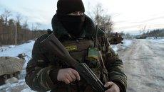 Украинский военнослужащий в Луганской области. Архивное фото