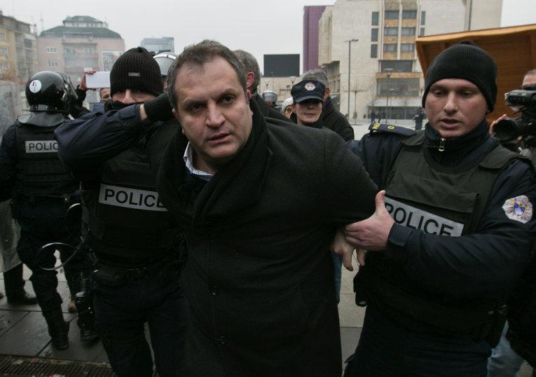 Полиция Косово задерживает мэра Приштины